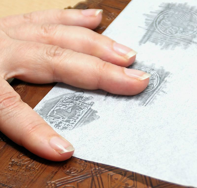 outdoor craft ideas - crayonrubbing