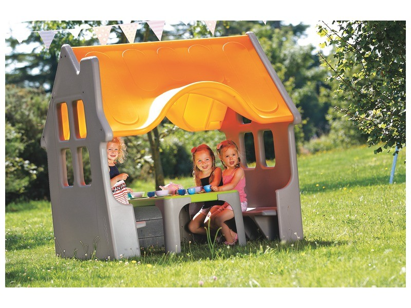 best outdoor toys for kids - play house