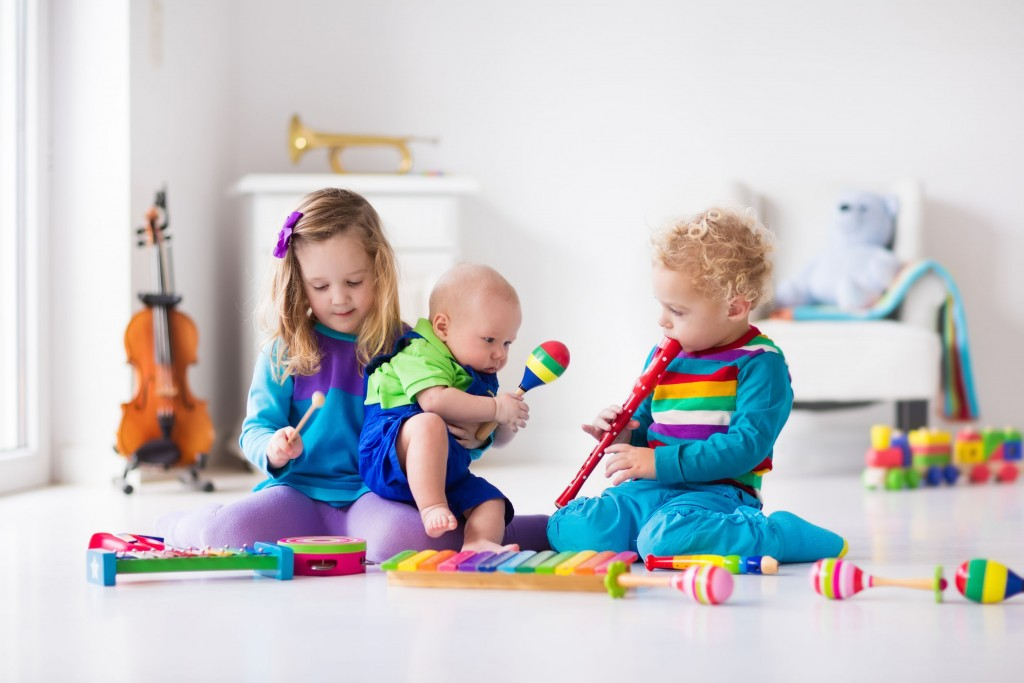 Best musical toys – children playing with instruments