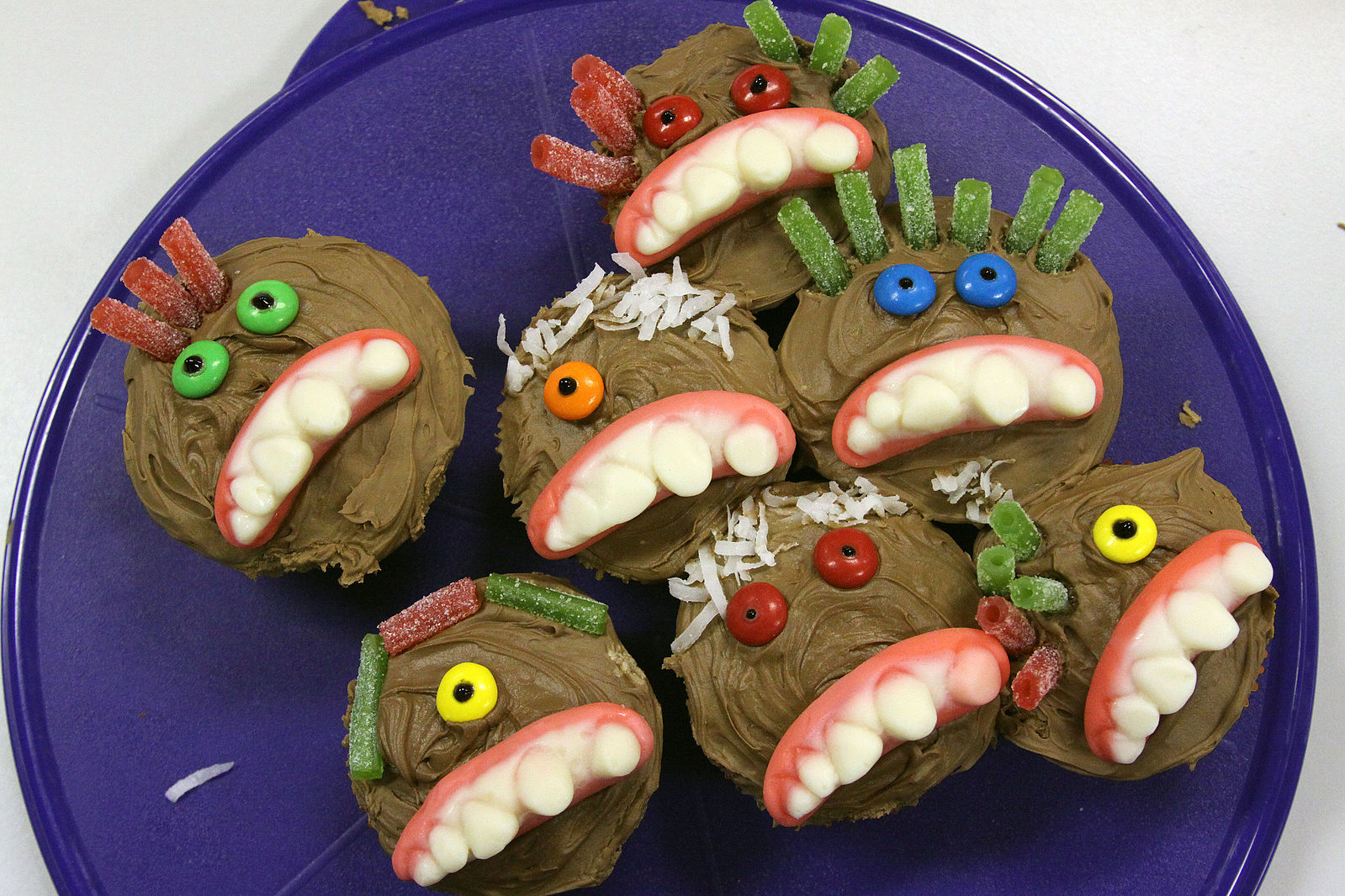 Halloween Crafts for Kids: Monster cupcakes